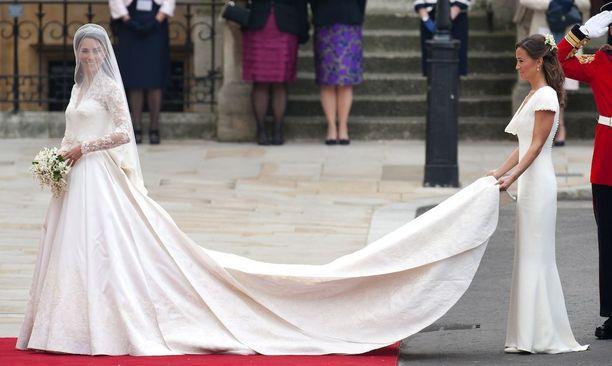 Catherinen ja Williamin häissä morsiamen pikkusisko varasti osan huomiosta. Brittimedia nosti esiin Pippan pepun, jonka linjoja kaason puku imarteli.