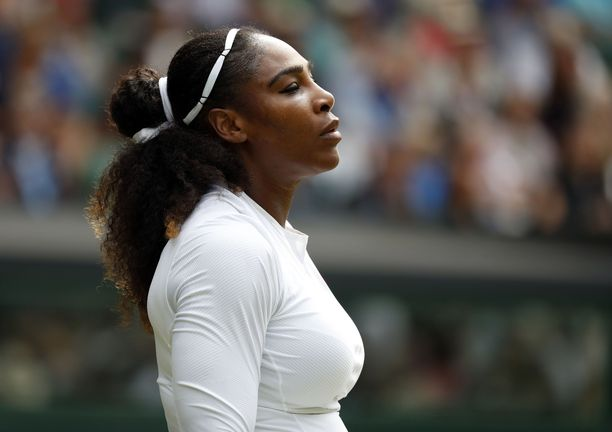 Serena Williams tempaisi rintasyöpätietoisuuden lisäämiseksi.