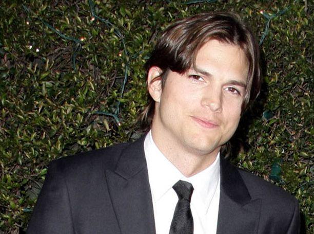 Ashton Kutcher sai roolin Miehepuolikkaissa.
