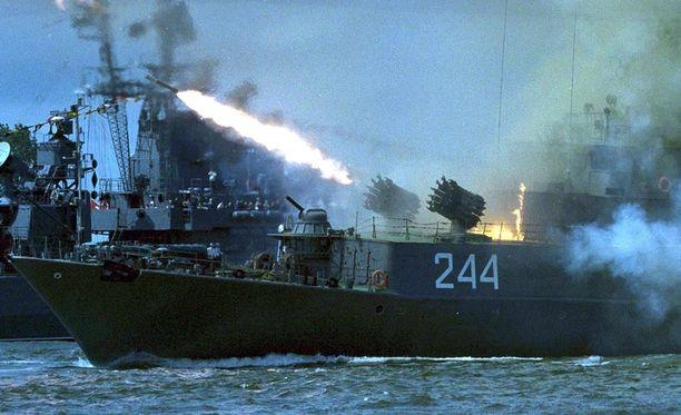 Kaliningradissa on Venäjän Itämerenlaivaston päätukikohta. Kuvassa meneillään laivastopäivän näytös.