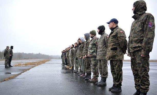 Russia Todayn mukaan Nato-joukkojen määrä on lisääntynyt Venäjän rajoilla. Ainakin kansalaisten aktiivisuus on lisääntynyt, sillä esimerkiksi Puolassa tavalliset ihmiset haluavat saada koulutusta mahdollista sodanuhkaa varten.