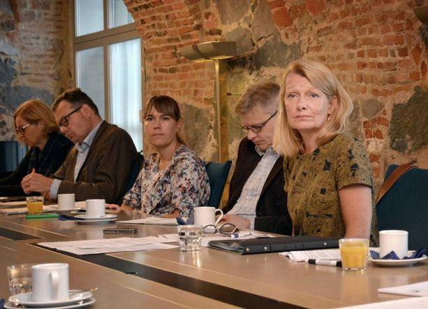 Ulkomaankauppa- ja kehitysministeri Lenita Toivakka kertoi ajatuksistaan lisätä Suomen humanitaarista apua Syyrian sodasta kärsineille maanantaiaamuna ulkoministeriön tiloissa.