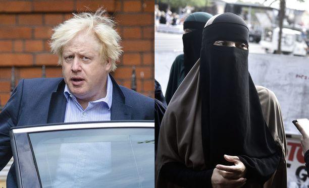 Musliminaisten käyttämä burka peittää koko kasvot ja myös silmät ohuella kankaalla tai verkolla. Niqab puolestaan jättää silmän näkyviin.