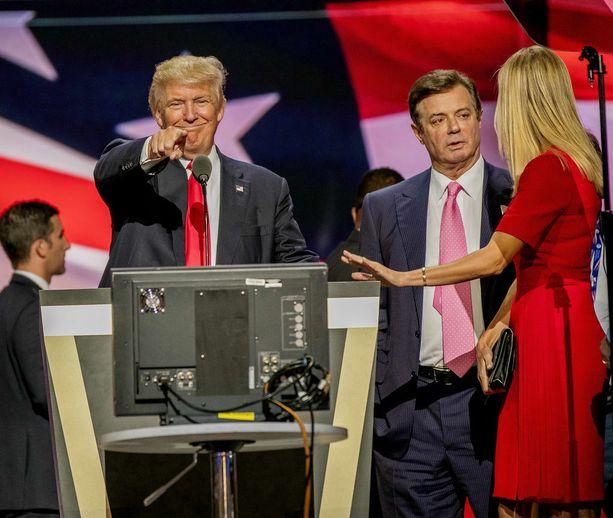 Presidenttiehdokas Donald Trump, kampanjapäällikkö Paul Manafort ja Trumpin tytär Ivanka Trump republikaanien puoluekokouksessa heinäkuussa 2016.
