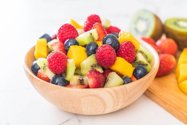 Marjoissa ja hedelmissä on runsaasti vitamiineja, antioksidantteja ja muita terveydelle hyviä ainesosia.