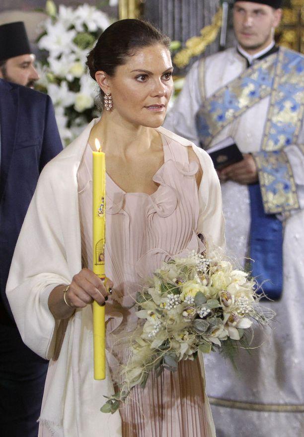 Ruotsin kruununprinsessa Victoria edusti häissä kauniissa mekossa.