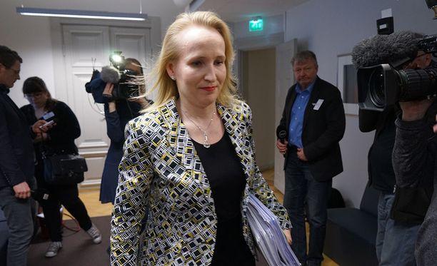 Valtakunnansovittelija Minna Helle lomaili kesken pankkialan työtaistelun.
