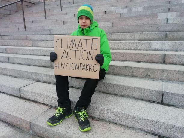 16-vuotias Atte Ahokas toivoo, että päättäjät kertoisivat konkreettisemmin, miten esimerkiksi fossiilisista polttoaineista luovuttaisiin.