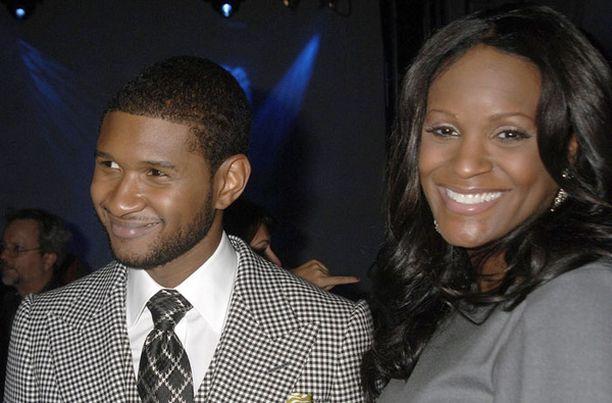 Usher on ollut leikkauskomplikaatioista toipuvan vaimonsa tukena sairaalassa.