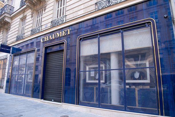 Ryöstetty Chaumet'n liike sijaitsee Champs-Élysées'n läheisyydessä.