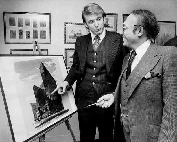 Trump aloitteli uraansa kiinteistötoiminnassa 1970-luvulla muun muassa hankkimalla option Commodore-hotelliin New Yorkissa.