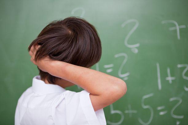 Poikkeuksellisen lahjakkaat lapset ovat kielellisesti ja matemaattisesti ikäisiään edistyneempiä.