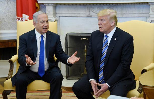 Donald Trump on presidenttikautensa aikana vahvistanut Yhdysvaltojen liittolaisuussuhdetta Israeliin. Kuvassa vasemmalla Israelin pääministeri Benjamin Netanjahu.
