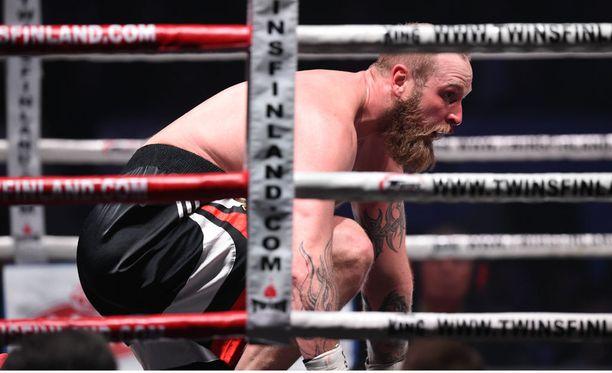 Robert Helenius tyrmättiin WBC-liiton raskaansarjan Silver-titteliottelussa.