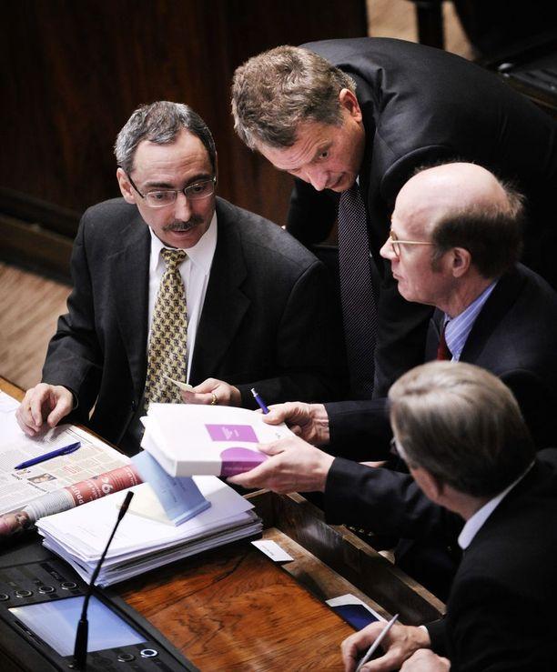 Helmikuussa 2010 Ben Zyskowicz, Niinistö, Kimmo Sasi ja Pertti Salolainen puivat puhemiesvaalia, jossa kansanedustajat näpäyttivät tiukan menokurin Niinistöä.