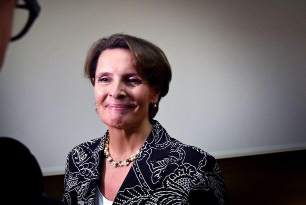 """Liikenne- ja viestintäministeri Anne Bernerin mukaan liikenneverkon yhtiöittäminen on """"mieletön mahdollisuus""""."""