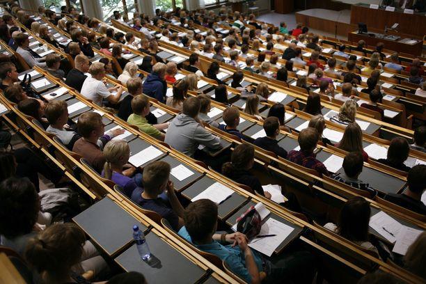 Yliopistot kertoivat viime viikolla, ettei perinteisiä pääsykokeita voida järjestää koronavirustilanteen takia.