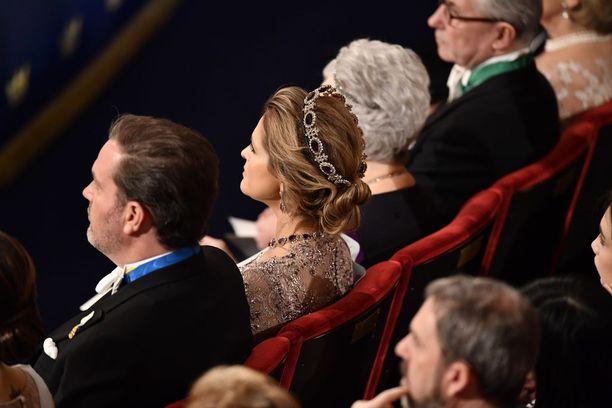 Prinsessa Madeleine saapui palkintojenjakotilaisuuteen, mutta jättää illallisen väliin.