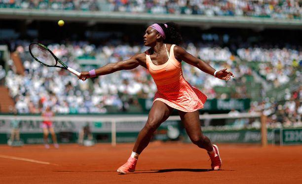 Serena Williams ylsi huimaan saavutukseen.