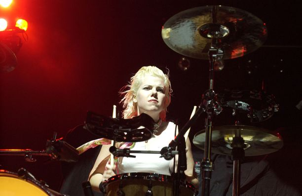 Samantha Maloney on soittanut rumpuja muun muassa Mötley Crüessa.