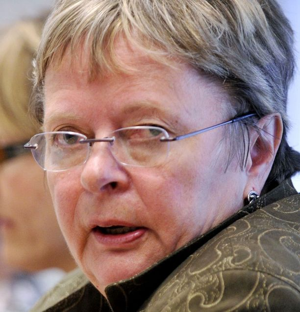 Liisa Jaakonsaari antaa kovaa palautetta puolueelleen.