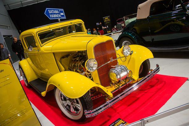 Ford ´32 Five Window Coupe Chevroletin pikkulohko-V8:lla.