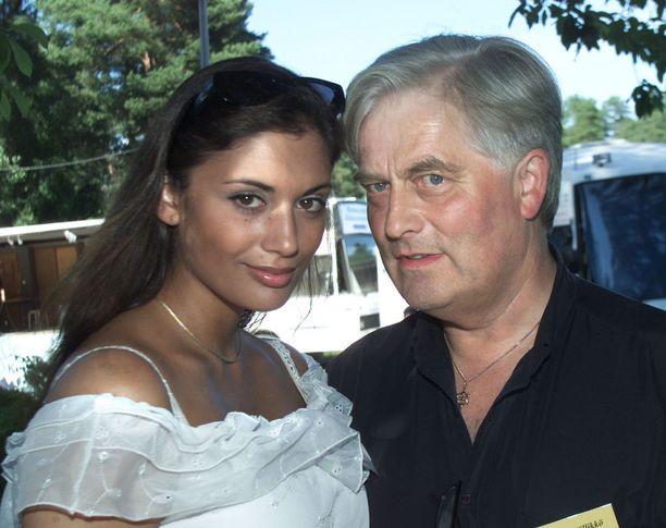 Jasmin Mäntylä ja Tuomo Kivinen kesällä 2004. Tuolloin Mäntylä oli 21-vuotias, Kivinen 30 vuotta vanhempi.