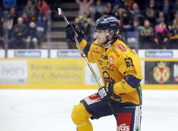 17-vuotias Mikko Petman iski avausmaalinsa SM-liigassa.