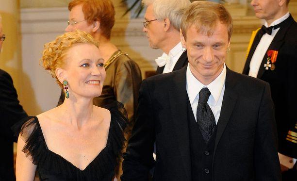 Linnan juhlissa 2011 Kirsti Kuosmanen ja Ismo Alanko edustivat tyylikkäinä. Pariskunnalla on kaksi yhteistä lasta.