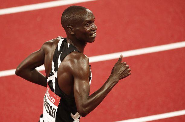 Joshua Cheptegei rikkoi elokuussa 5 000 metrin ja nyt 10 000 metrin ME:n