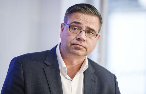 Mika Lehtimäki johtaa olympiakomitean huippu-urheiluyksikköä.