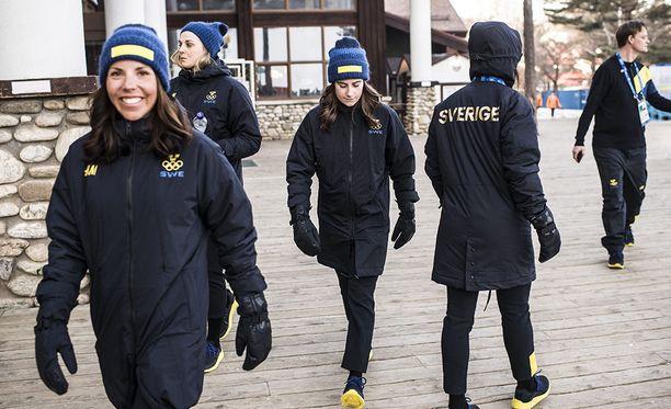 Ruotsin olympia-asut ovat aiempaa tummemmat.