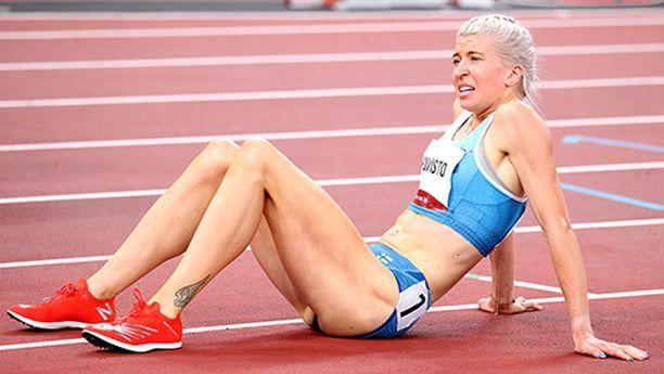 Urakka Tokiossa tuntui Sara Kuiviston jäsenissä 1500 metrin toisen juoksun jälkeen. Alla oli jo kaksi vetoa 800 metrillä. Tuloksena oli hämmästyttävästi neljä Suomen ennätystä.