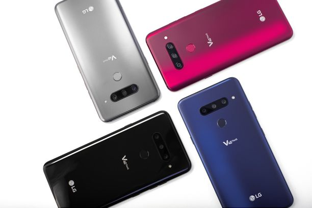 LG esitteli puhelimen neljällä eri värillä: New Aurora Black, New Platinum Gray, New Moroccan Blue ja Carmine Red.
