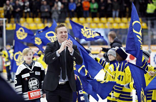 Ville Vahalahti oli lauantaina juhlittu sankari Raumalla ennen Lukko-TPS-ottelun alkua.