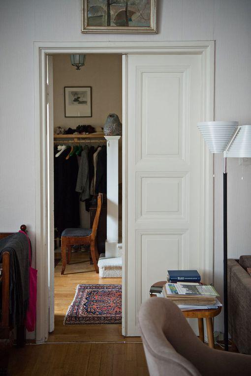 Kirsti Santaholman vanhemmat hiotuttivat lattialankut uudelleen Billnäsillä vuonna 1954.