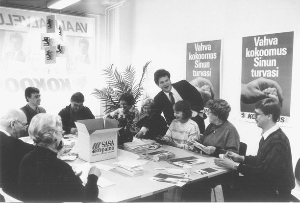 Toisen vaalikauden kampanjan tiimellyksessä maaliskuussa 1991 oli havaittavissa pienoista vaali-innostusta. Niinistön 10 000 vaalikirjettä postitettiin talkoovoimin.