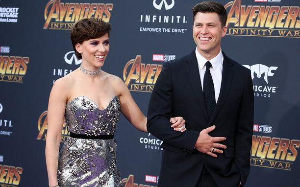 Scarlett Johanssonin uusin mies on komea kuin mikä. Hän on koomikko ja käsikirjoittaja Colin Jost.