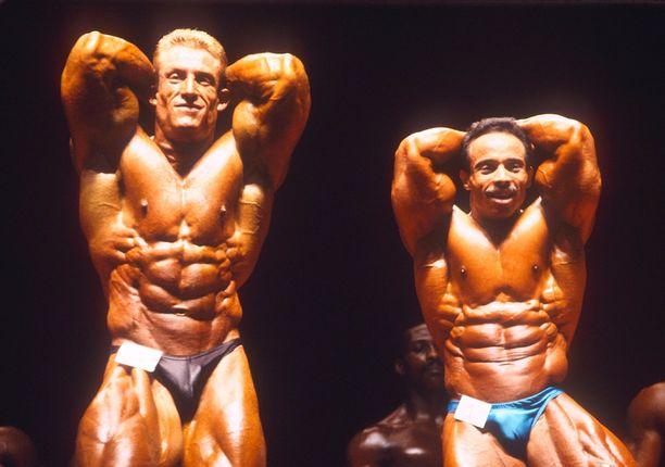 Dorian Yates (vas.) tuli tunnetuksi huippuvuosinaan äärettömän kovista treeneistä.