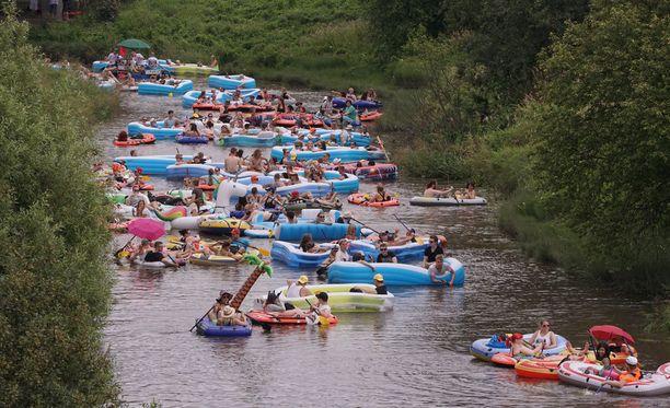 Kaljakellunnan suosio on kasvanut huimasti. Alkujaan tapahtumaan osallistui alle kymmenen venekuntaa.