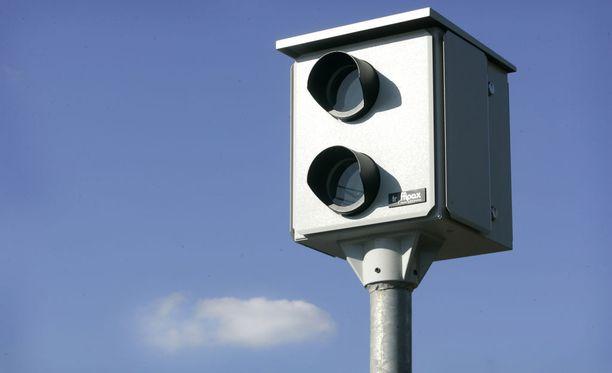 Niin sanottuja peltipoliiseja on Suomen maanteillä 955 kappaletta.