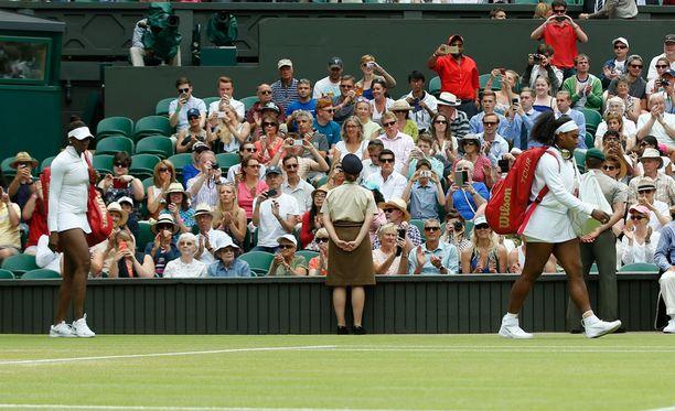 Williamsit ovat hakeneet yhteensä kymmenen kertaa voittolautasen kotiin Wimbledonista. Venuksen voittovuodet ovat 2000, 2001, 2005, 2007 ja 2008, Serenan 2002, 2003, 2009, 2010 ja 2012.