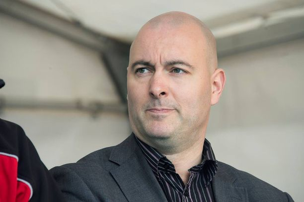 Ari Jalonen on toisen kauden kansanedustaja ja eduskunnan liikenne- ja viestintävaliokunnan puheenjohtaja. Jalonen on kotoisin Porista.
