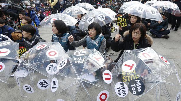 Kansainvälisenä naisten päivänä korealaisnaiset osoittivat tukeaan #metoo-liikkeelle.
