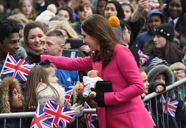 Herttuatar Catherine otti etenkin lapset huomioon yleisötapahtumassa.