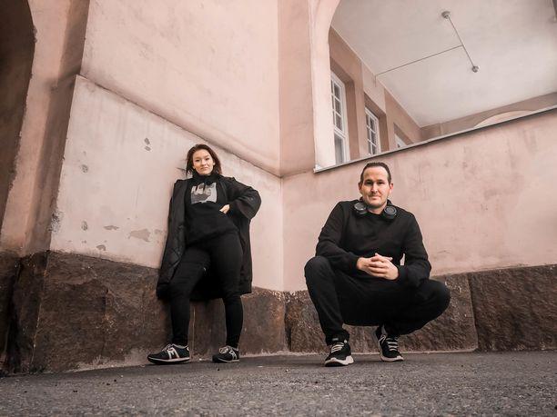 Elli, 22, laulaa isoveljensä Oku Luukkaisen, 35, uutuuskappaleella Mentävä on.
