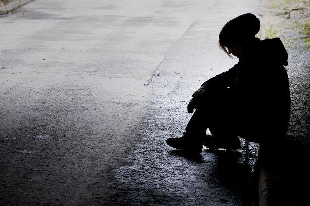 Syrjäytyminen alkaa usein jo taaperovaiheessa. Myöhemmin syrjäytymisvaarassa oleva nuori jättää helposti koulun kesken ja jää tai katoaa muulla tavalla yhteiskunnan tutkasta.