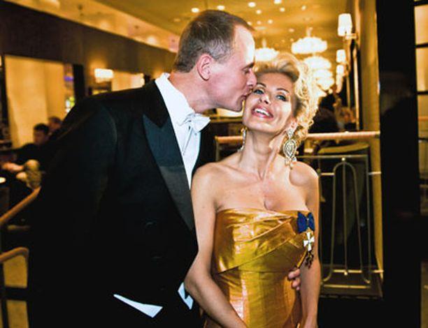 2008 Tanja Karpela sai suukon Janne-rakkaaltaan Linnan jatkoilla.