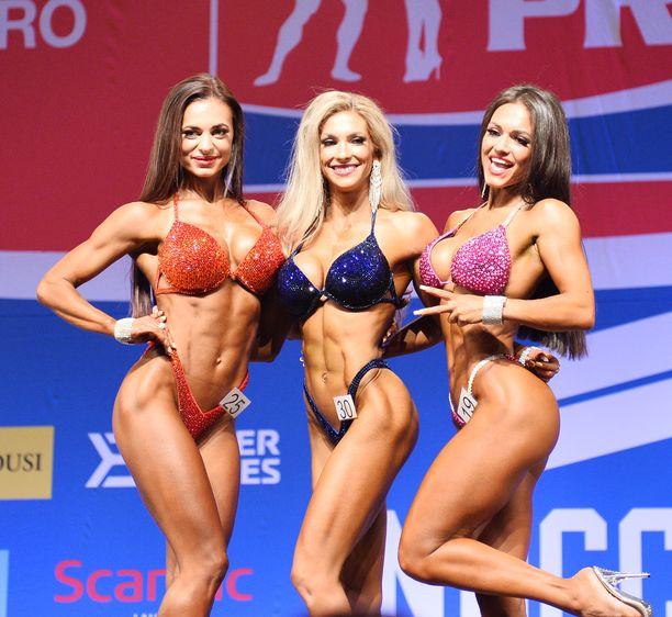 Melina Keltaniemi (kesk.) voitti Lahden ammattilaiskisan. Jana Kuznetsova (oik.) jäi yllättäen kolmanneksi. Toiseksi sijoittui Oksana Bryhidyr.