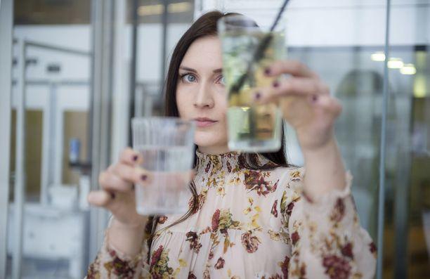Kuukauden aikana toimittaja Sanni Mattila huomasi, millaisella voimalla sosiaalinen elämä ja alkoholinkäyttö toisiinsa kytkeytyvät.